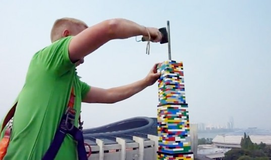 The World's Tallest LEGO Tower: lego_building_korea_18_20120516_2045121418.jpg