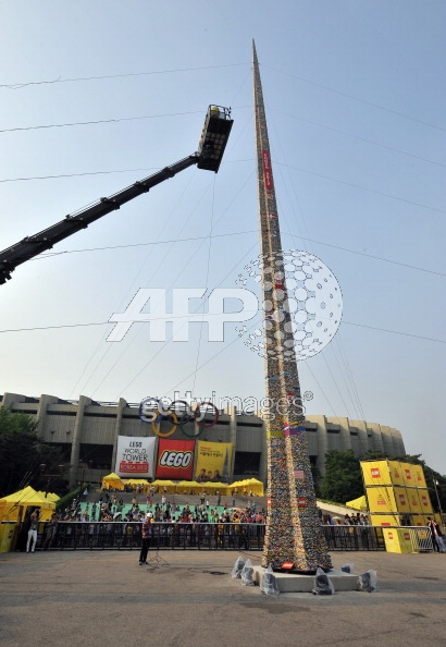 The World's Tallest LEGO Tower: lego_building_korea_7_20120516_1376571869.jpg